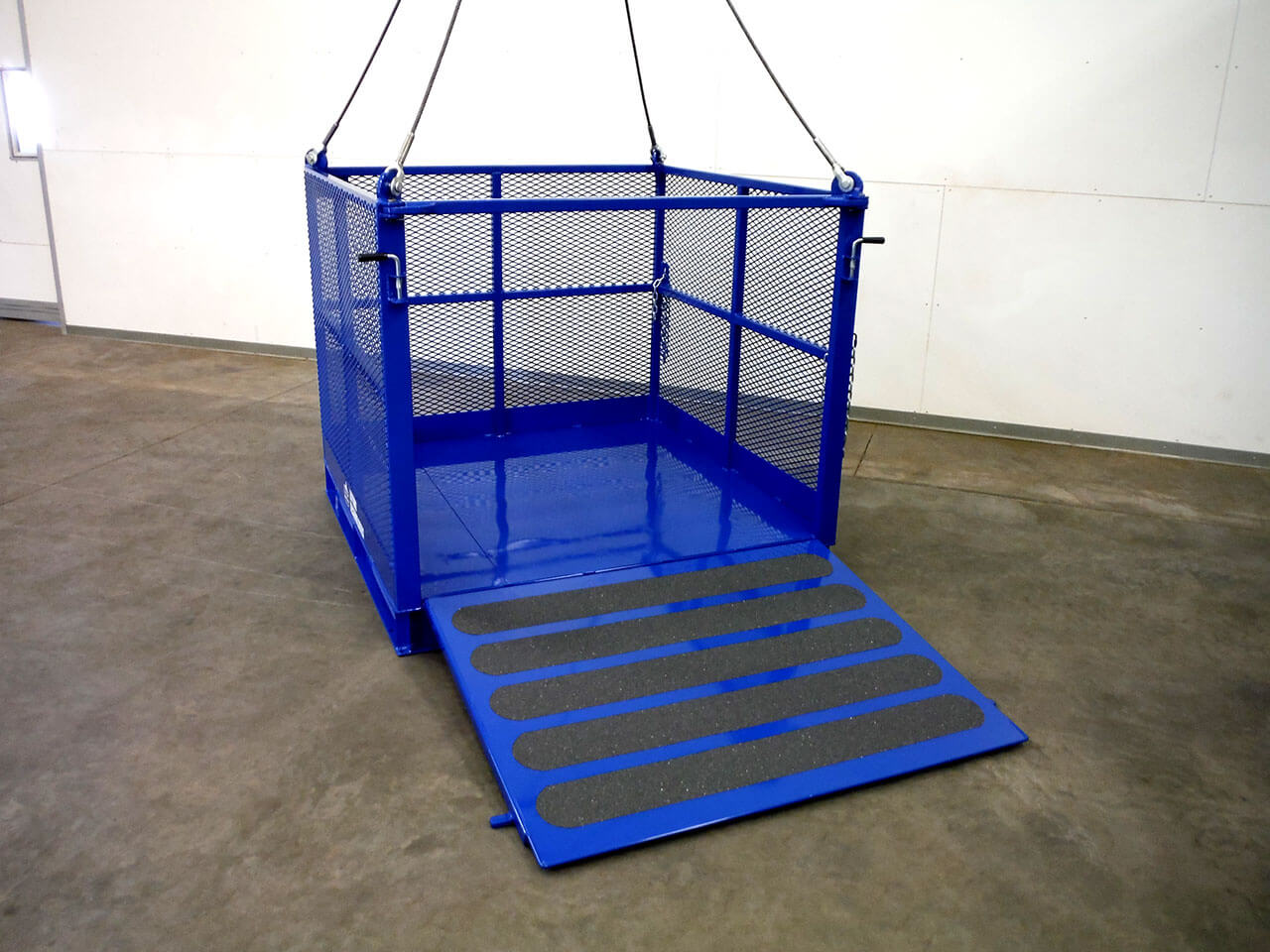 Material Basket with Ramp